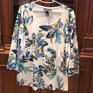 Comfortable floral blouse.